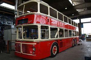 Autobus e tram storici in centro a Torino