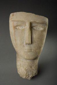 Testa funebre in alabastro del I secolo a.C. - I secolo d.C. proveniente dallo Yemen.