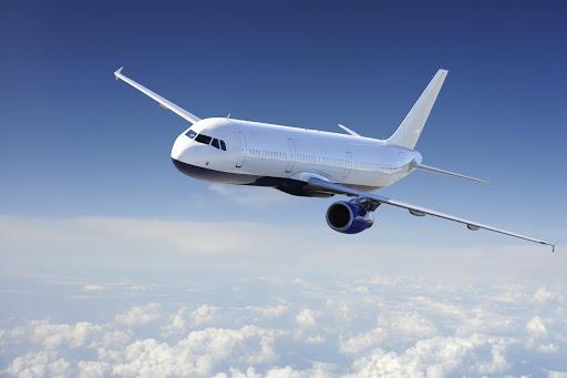 aereo di linea in volo