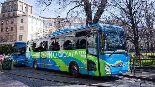 Capolinea a Porta Nuova degli autobus Sadem che collegano il centro di Torino con l'aeroporto di Caselle